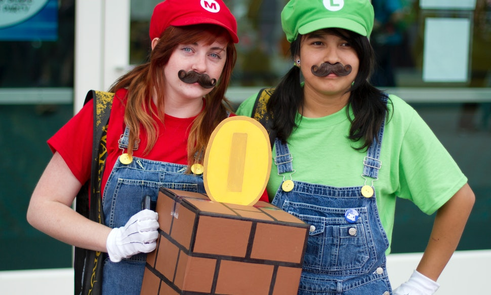 20 easy halloween costumes for best friends you can pull together in a hurry