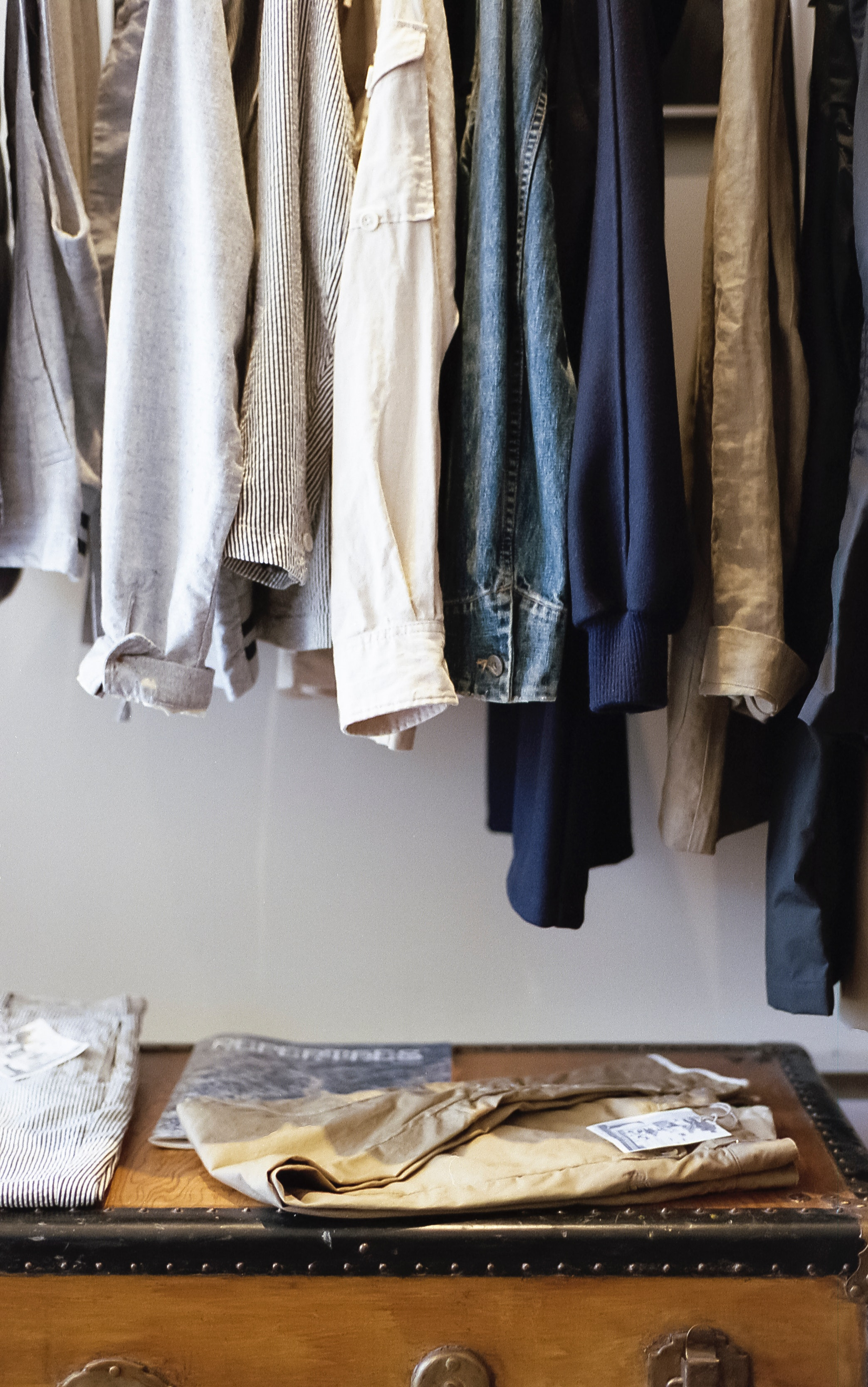 11 Hacks For Storing Your Clothes When You Have Minimal ...