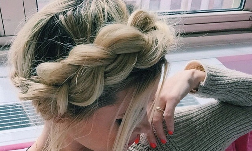 7 easy prom hairstyles you can diy at home before the big dance solutioingenieria Choice Image