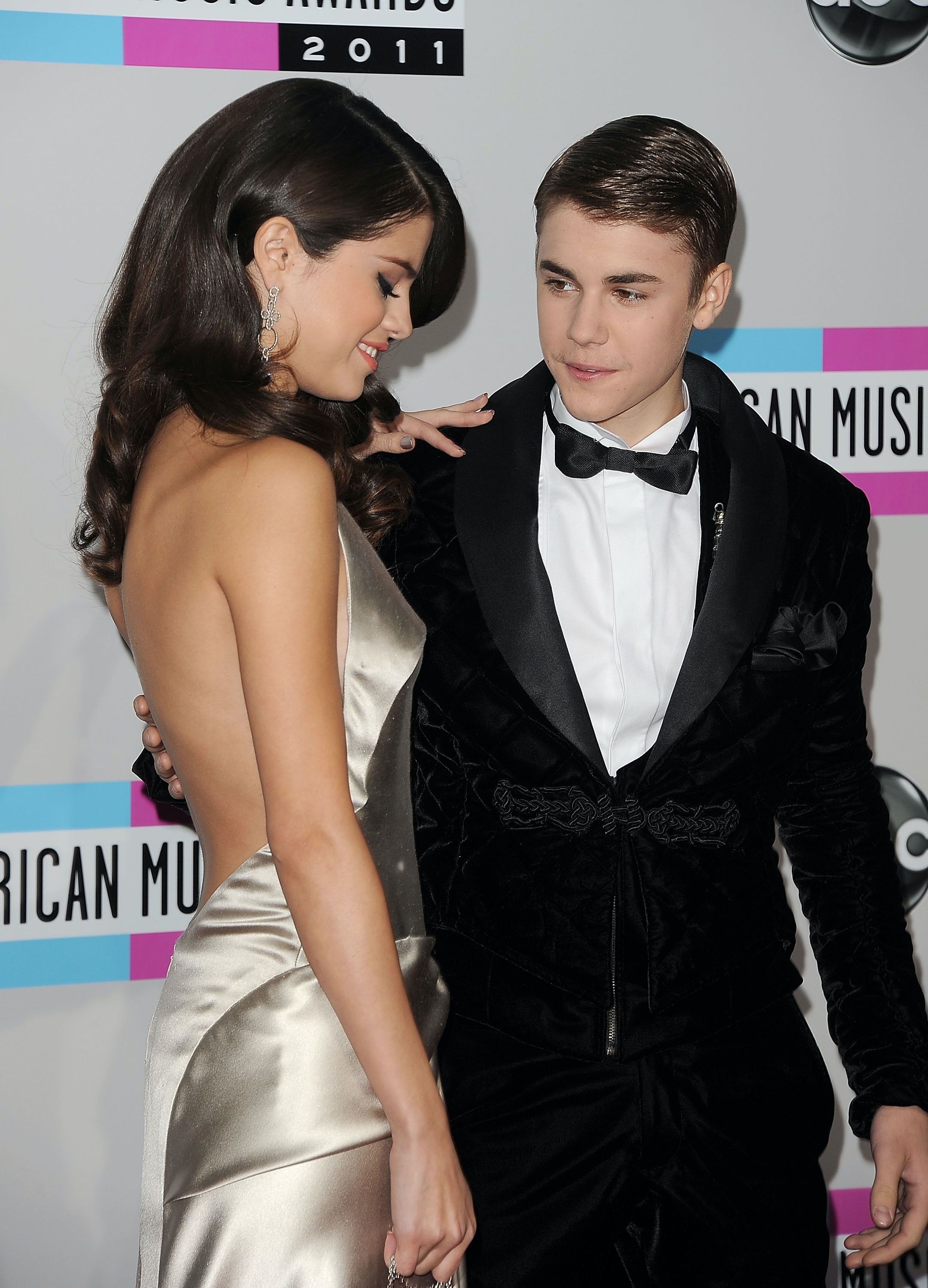 Who is dating justin bieber now images