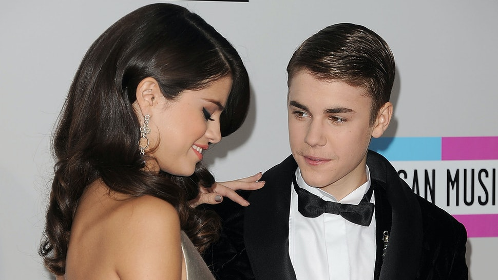 is justin bieber dating anyone now