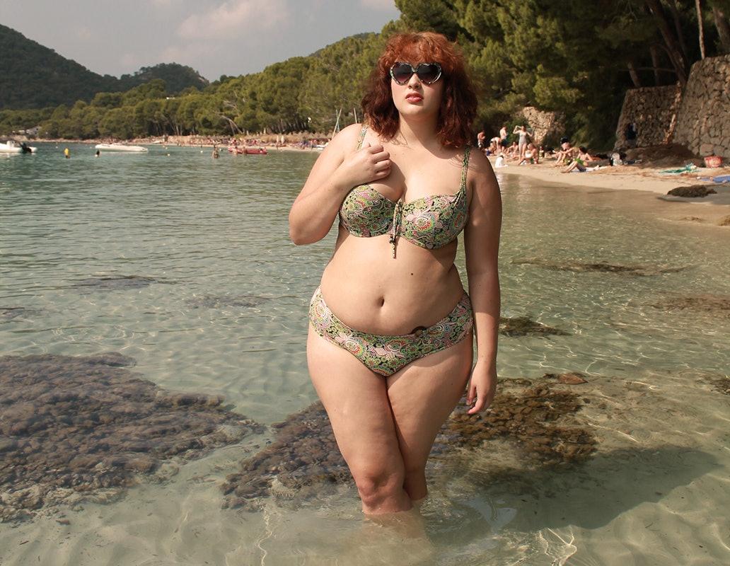 Big girls in tiny bikinis