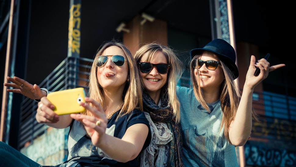 7 Ways To Make New Friends As An Adult Because Its Not As Easy As