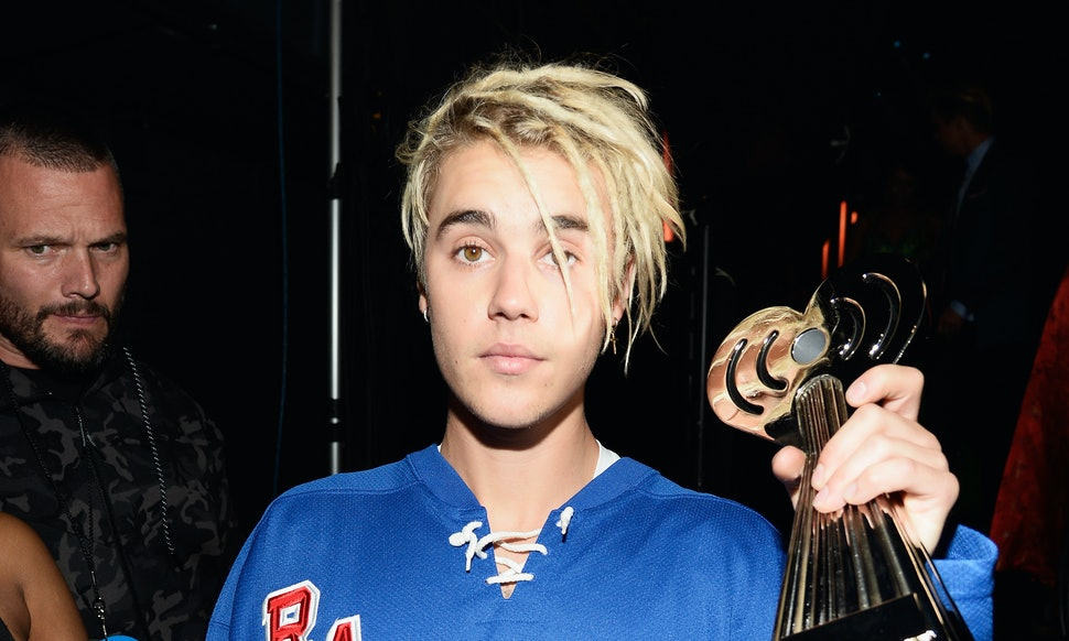 Who Is Justin Bieber Dating? In The Summer Of 2016, His Dating Life Has  Been Confusing AF