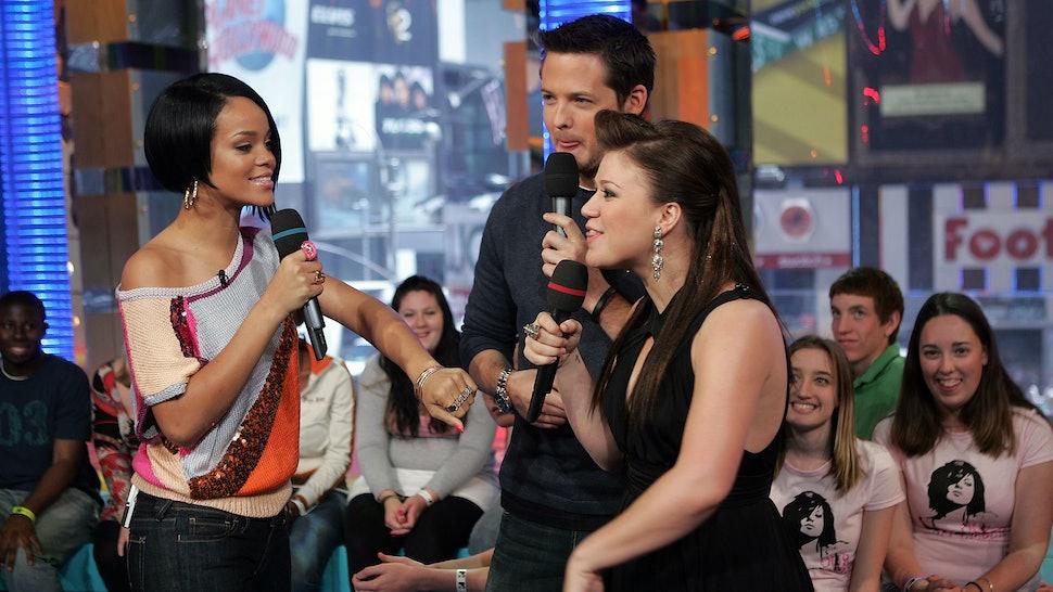 Kelly Clarkson Slays Rihanna