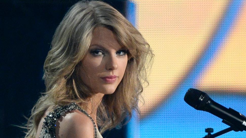 4796ab699f0 Taylor Swift Wears Paddington Bear Outfit