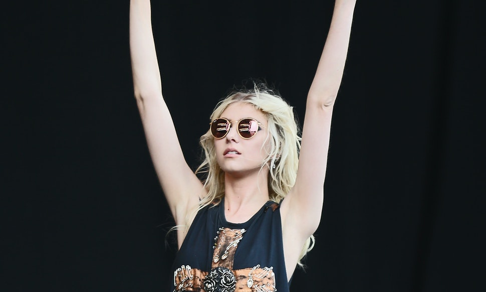 taylor momsens the pretty reckless makes history as first