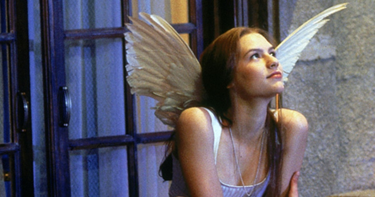 How To Dress Like Juliet Capulet From Baz Luhrmann's 1996