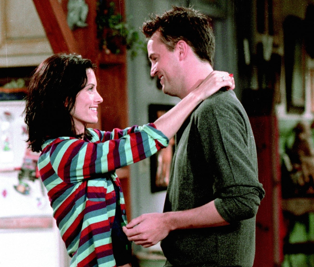 what episode of friends do monica and chandler get together