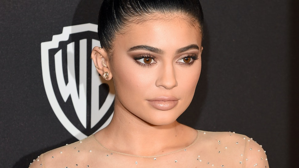 Kylie Jenner's Makeup Tutorial Shows You How To Snag Her Golden Globes Glow — PHOTOS