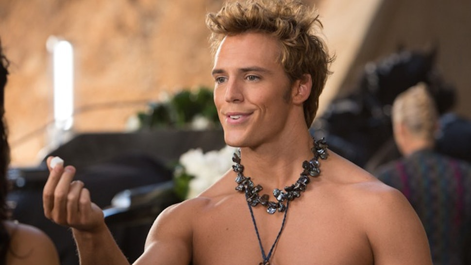 9 Great Finnick Odair Scenes From 'The Hunger Games' To Remember ...