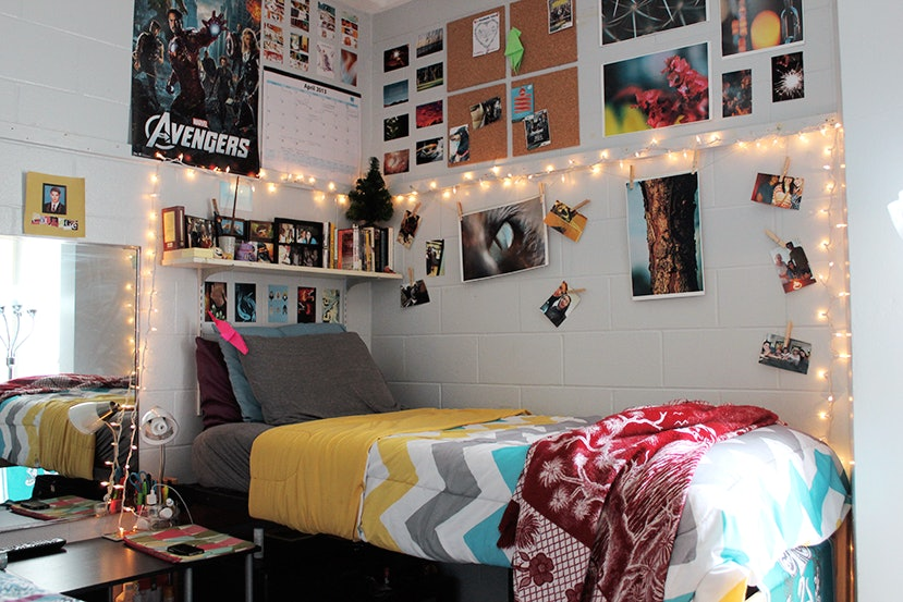 16 dorm room supplies you need for the chicest space possible solutioingenieria Images