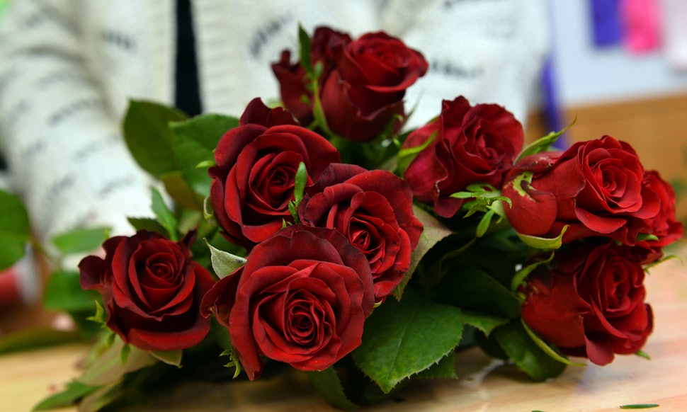 How To Order Valentine\'s Day Flowers Online And Actually Make Sure ...