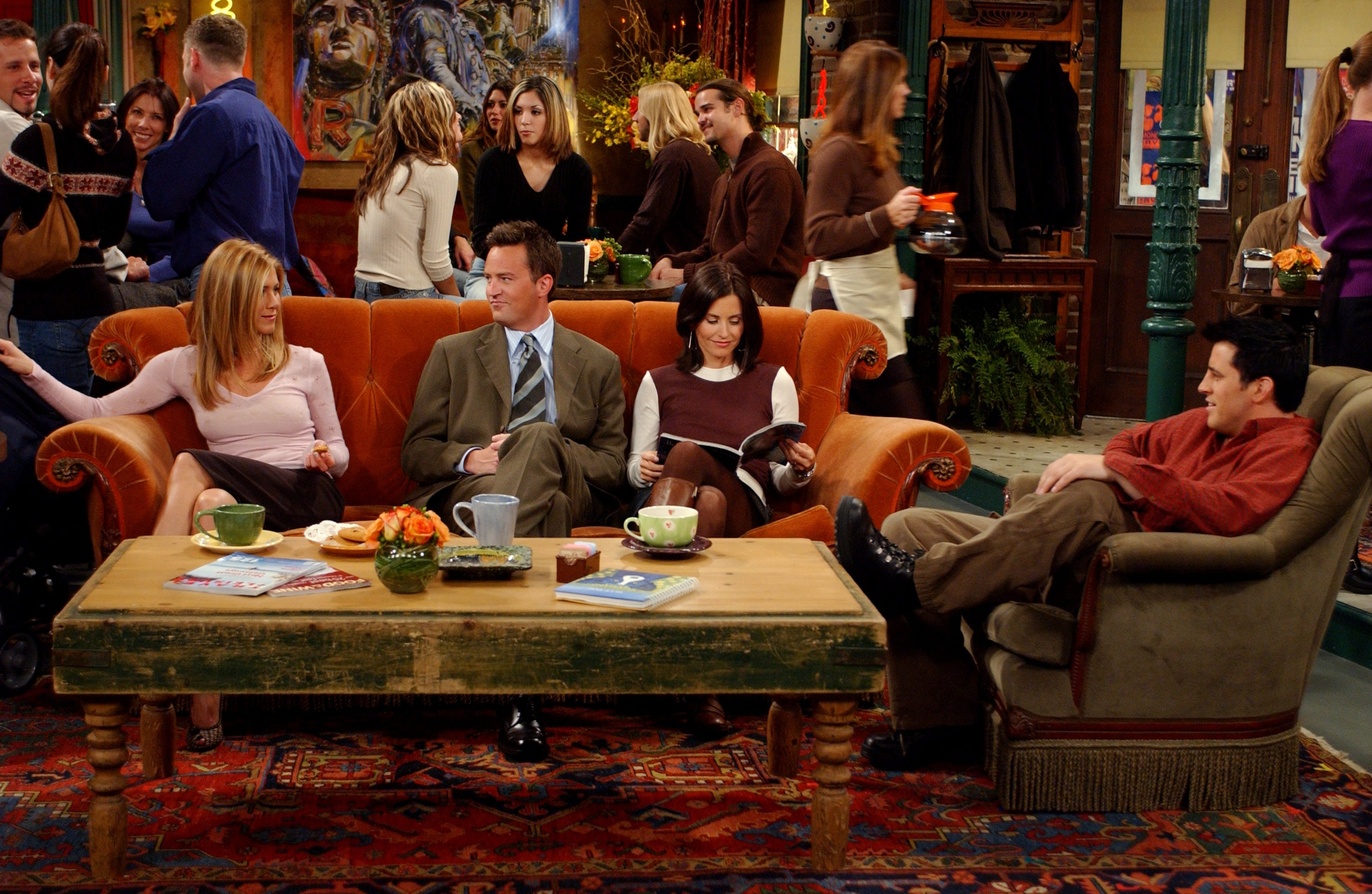 Enjoyable The Central Perk Couch On Friends Was Always Unoccupied Theyellowbook Wood Chair Design Ideas Theyellowbookinfo