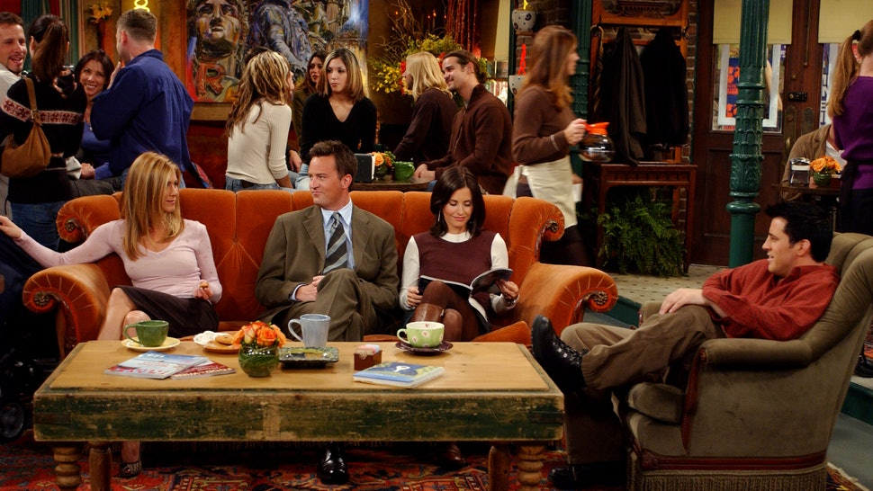 The Central Perk Couch On Friends Was Always Unoccupied For A Reason You Never Noticed Photos