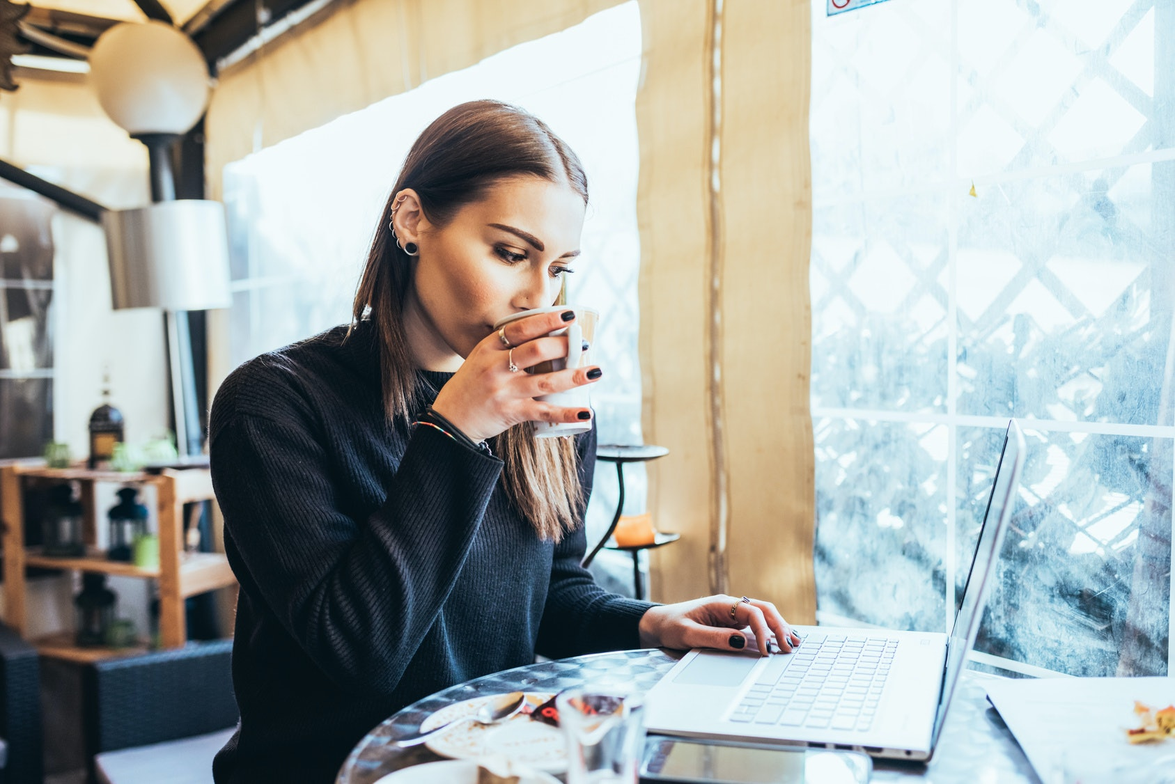Tips for dating a workaholic