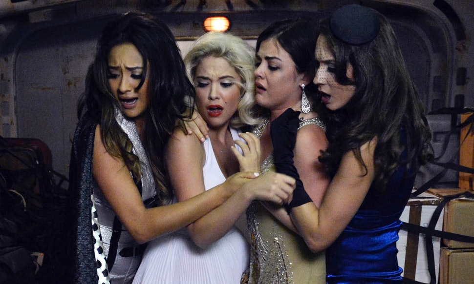 re watching every pretty little liars halloween episode in one sitting proves the a clues were present all along
