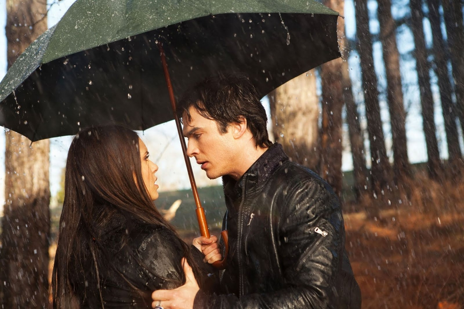 However, if/when it does, I can only hope that these TVD characters remain strictly in the friend zone.