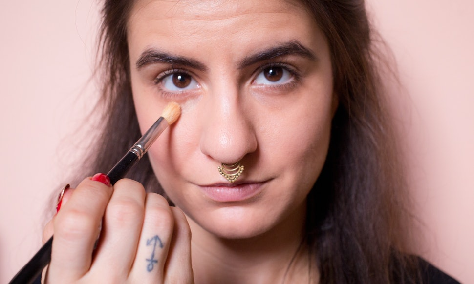 How To Cover Dark Circles Under Eyes Like An Expert In 4 Easy Steps