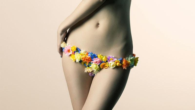Flash teen in beach topless