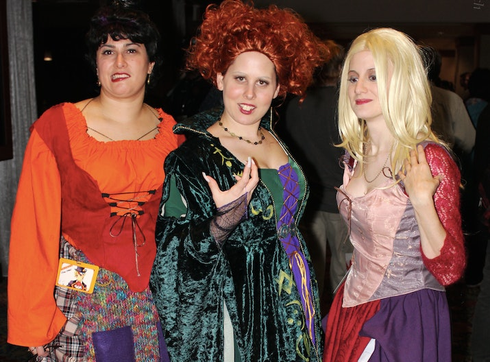 sc 1 st  Bustle & 20 Funny Best Friend Halloween Costume Ideas That Are Wonderfully Witty