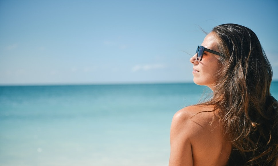 does sunscreen expire here s how to tell if you need to toss your