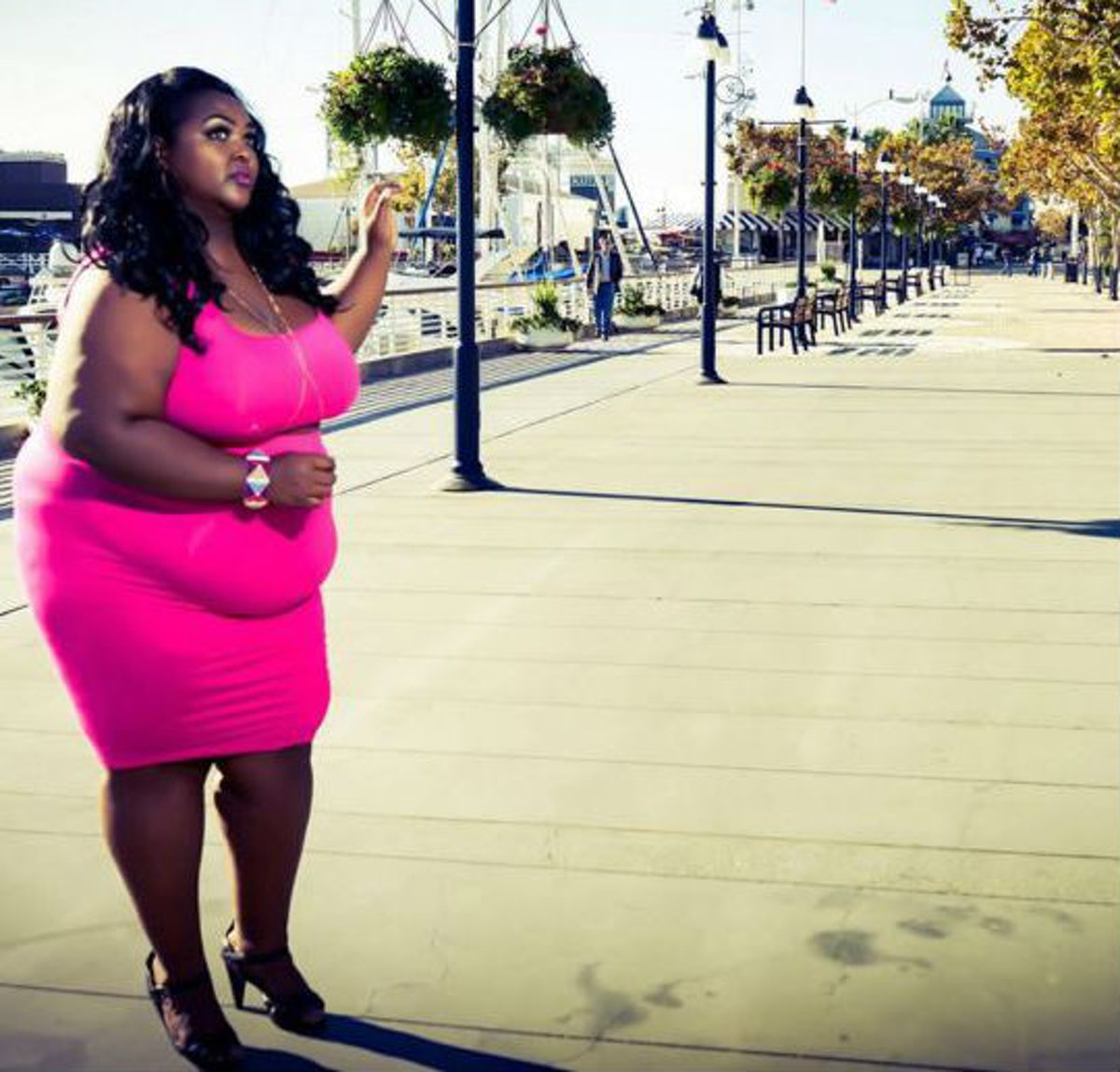 48 Plus Size Women Rocking Their Visible Belly Outlines In Flawless Fashion  — PHOTOS