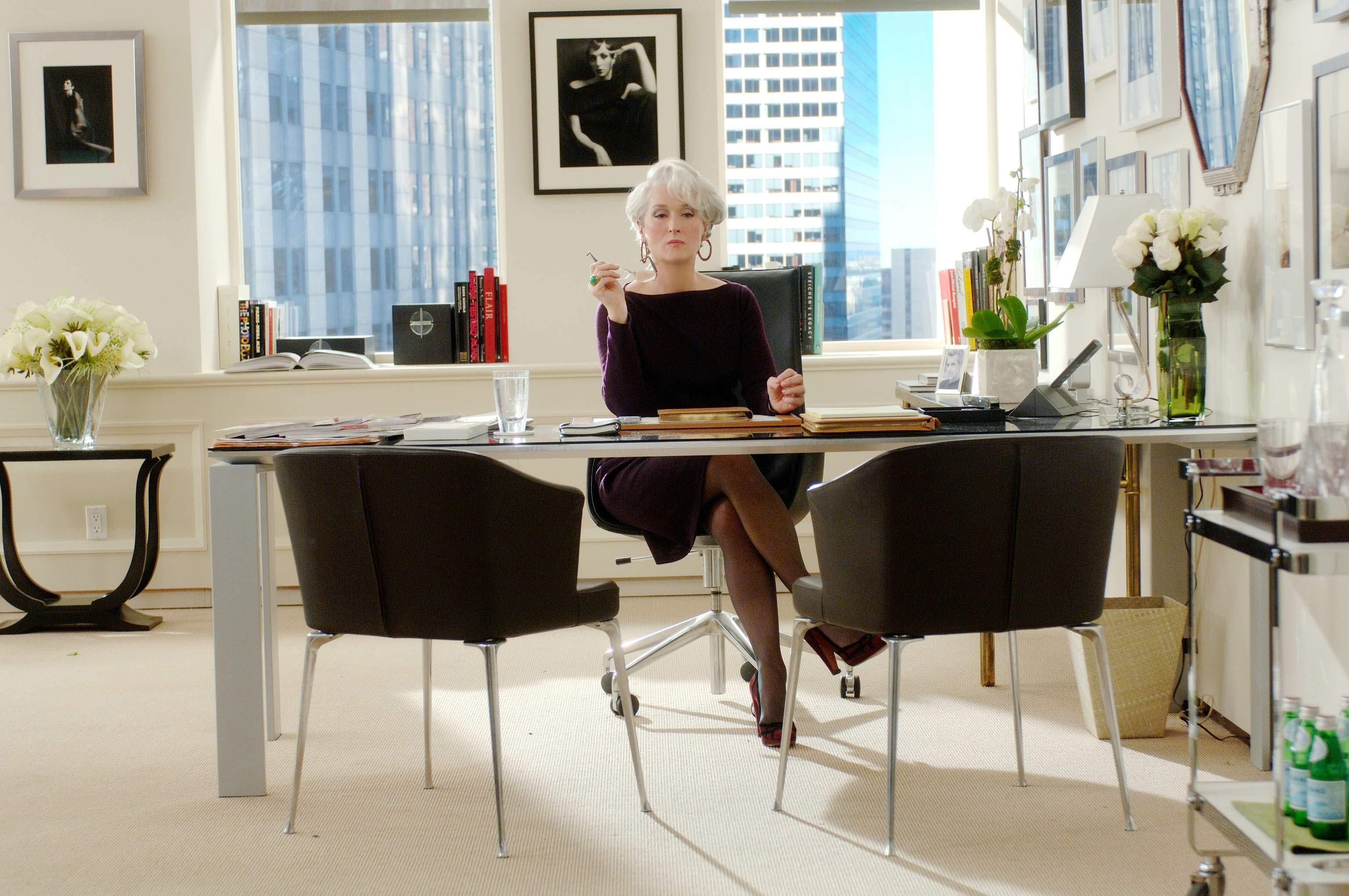 30 Things That Make Your Office Desk Look Sophisticated & Professional