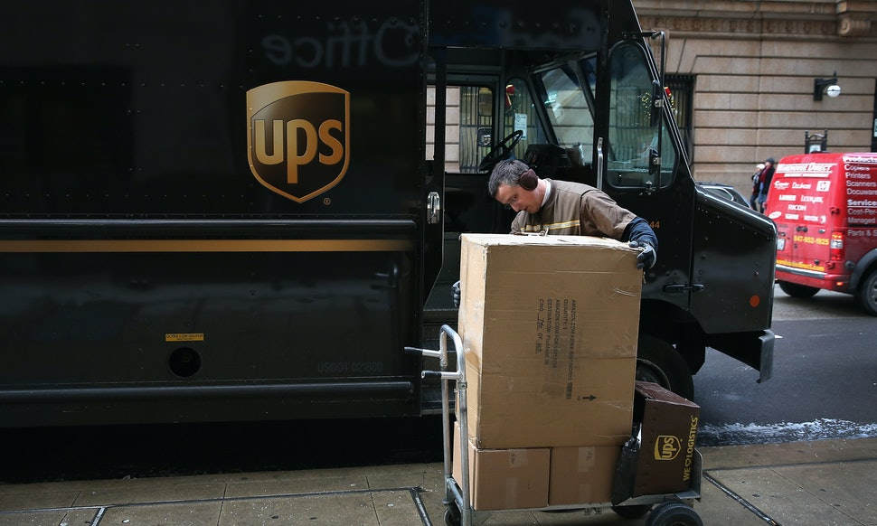 How Does UPS Ship Overnight Packages? This Time Lapse Video Shows ...