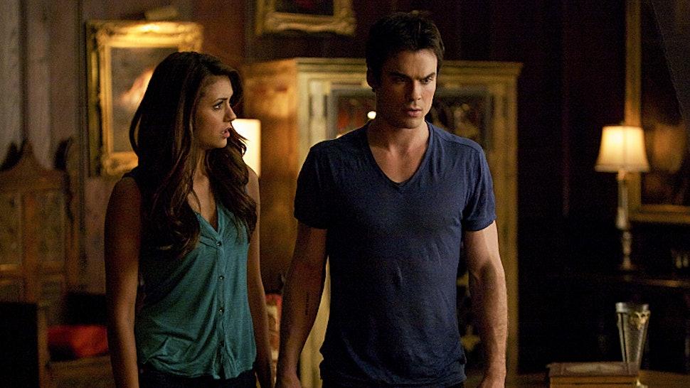 Quand Elena a commencé à dater Damon