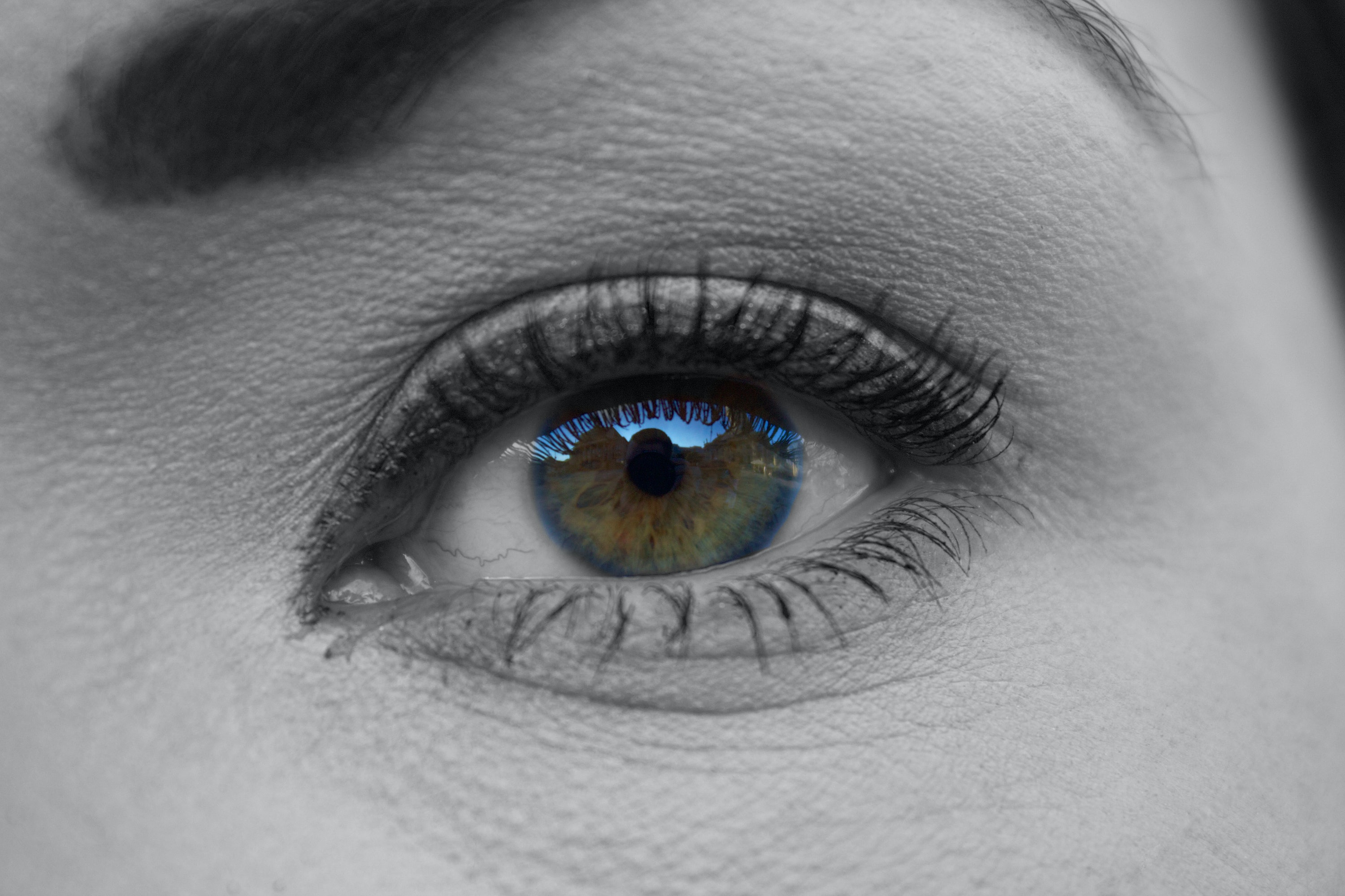 3 weird things that happen to your eyes when you wear contact lenses