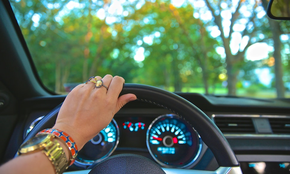 woman-driving-car-sex