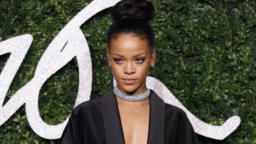 aaaf1249f12 Rihanna Goes Health Goth For Her Hawaiian Vacation