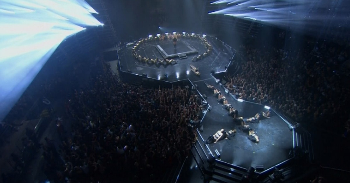 Beyonce Made The Female Symbol The Ending Of Her VMAs Performance, Making  The Whole Set Even More Powerful