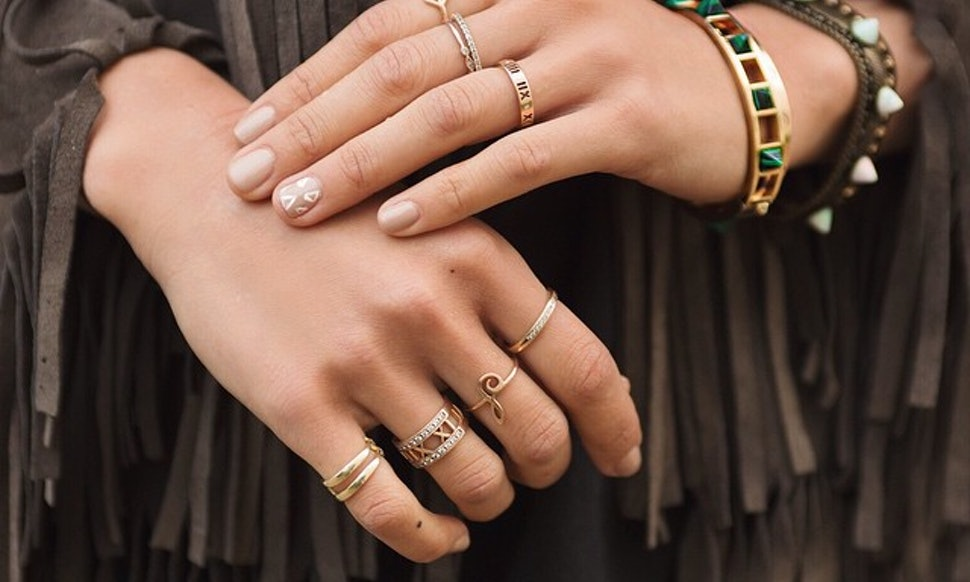 21 photos of stackable rings that 39 ll teach you how to wear Which finger to wear ring for single