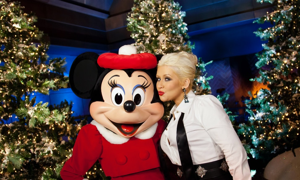 7 Christina Aguilera Christmas Song Performances That Are Worth ...