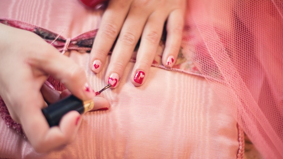 How To Fix Chipped Gel Nail Polish At Home Easily & Quickly
