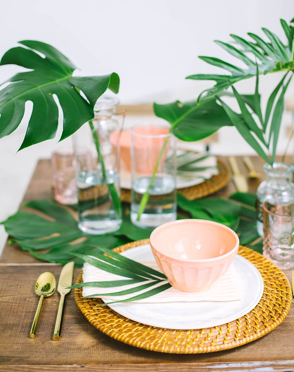 7 Summer Table Settings To Inspire Your Next Outdoor Party