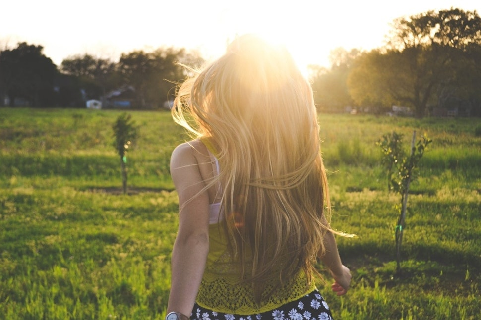 How To Make The Sun Lighten Your Hair If You Want To Be Naturally