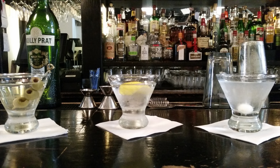 how to order a cocktail at a bar and seriously impress your bartender