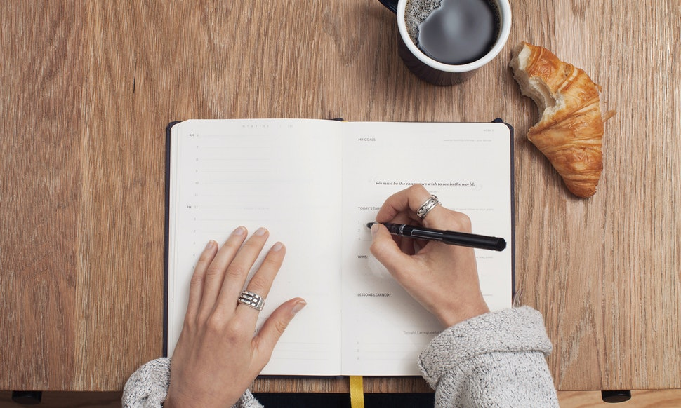 6 benefits of journaling because jotting your thoughts down has