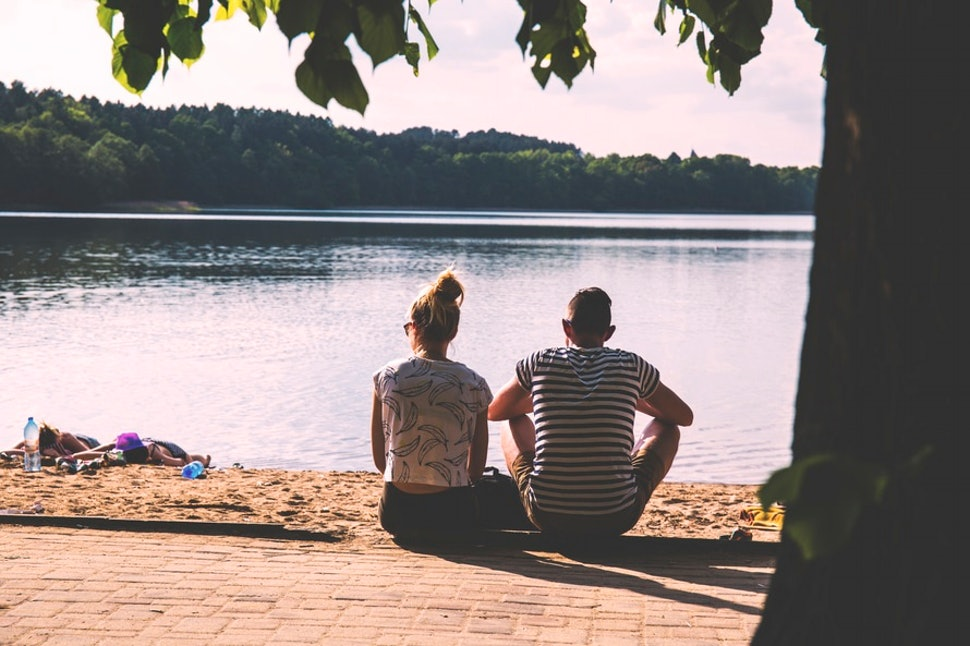 11 Signs Your Relationship Might Be Falling Apart It S Time To Move On