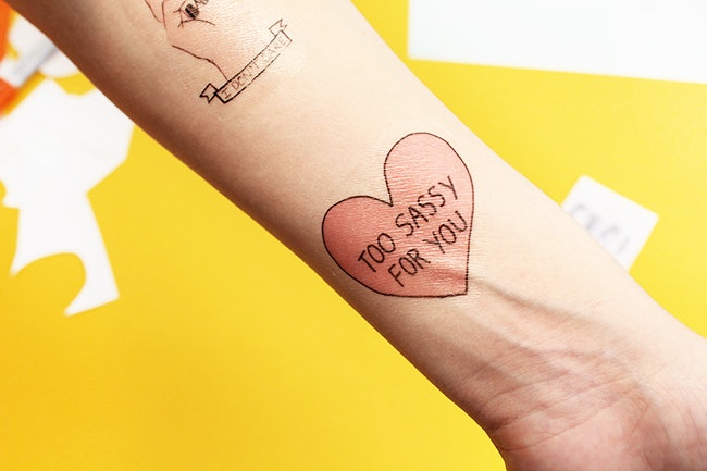 How long do temporary tattoos last Their types and one of the methods of application