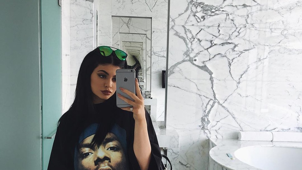 1a62274e6f50 How To Wear A Graphic Tee & Make It Look Super Fashionable Like Kylie Jenner  — PHOTOS