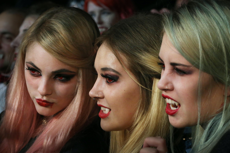 For Halloween Fancy Dress Custom Fit Bite Me: Vampire Fangs UK Seller