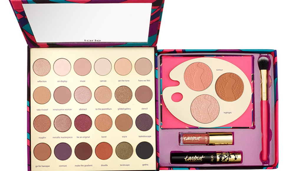 16 Holiday 2016 Makeup Sets That Everyone On Your List Will Love