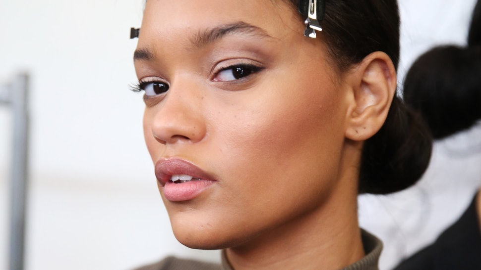 Should You Apply Highlighter Or Blush First Here S What A Celeb