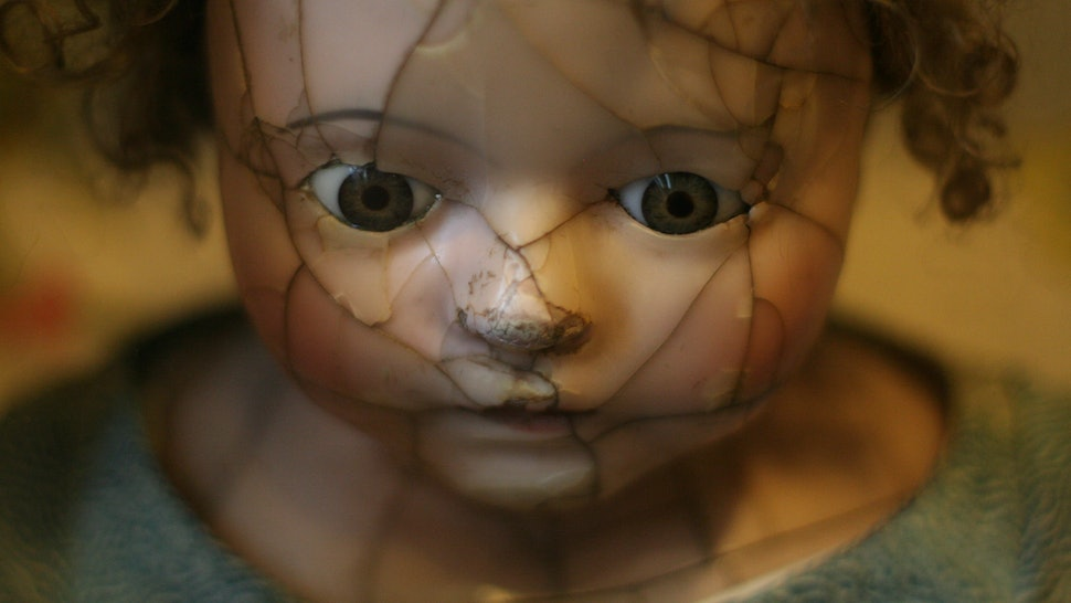 f55a8c03b28 5 Creepy Haunted Dolls Who Want To Play With You Forever And Ever And Ever