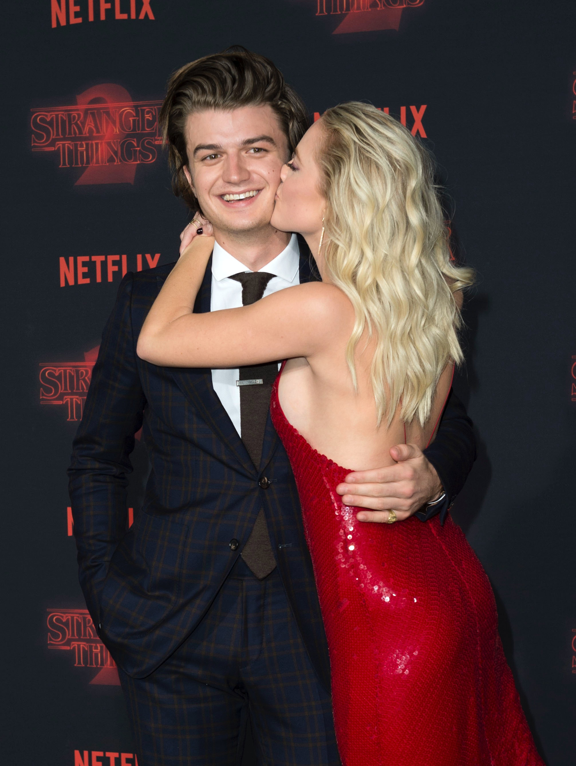 who is joe keery u2019s girlfriend  maika monroe is dating your