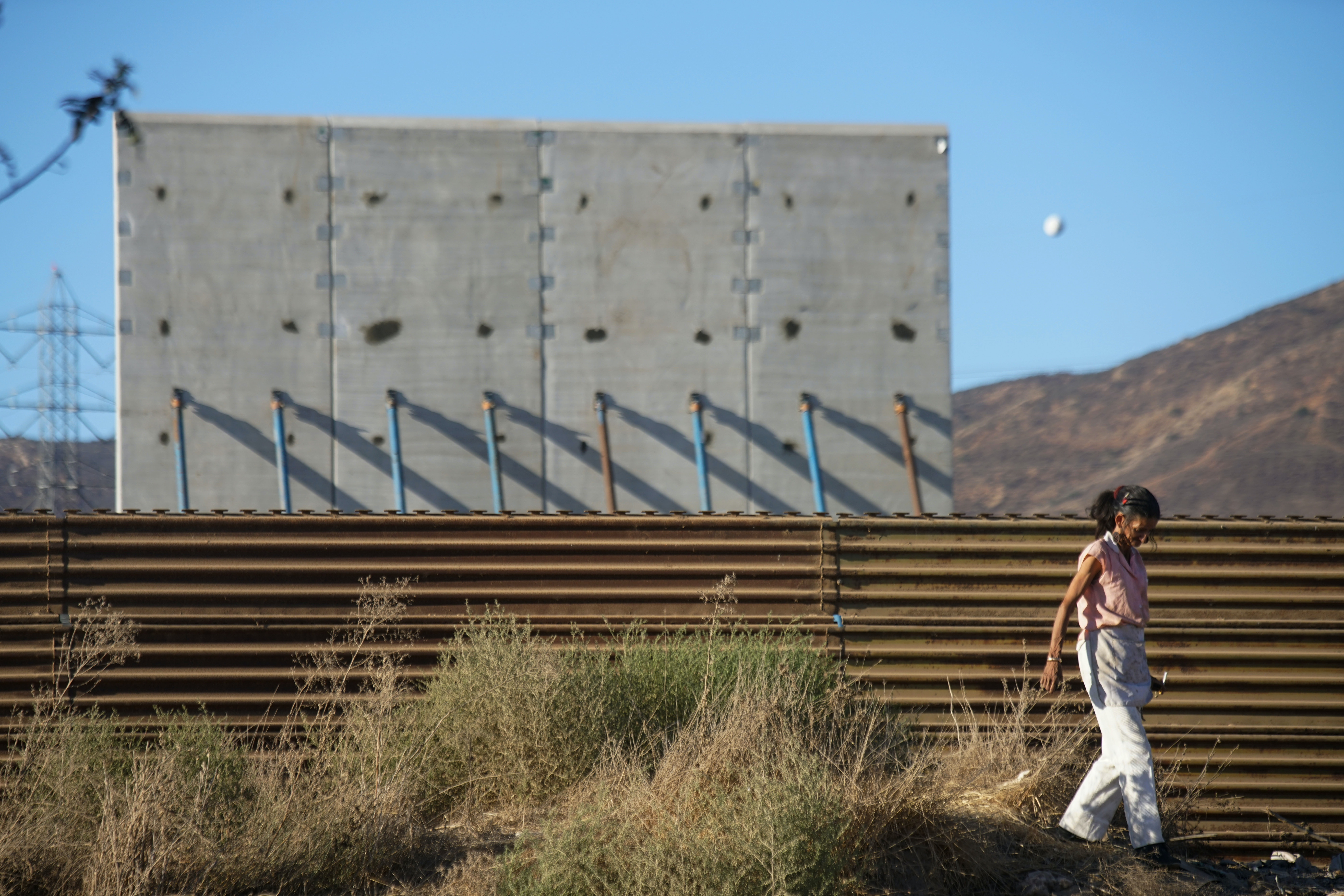 Cards Against Humanity Saves America Campaign Bought Land On The Border To  Delay Trumpu0027s Wall